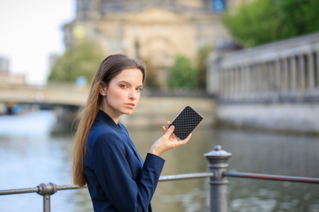 Verbatim Fingerprint Secure Portable Hard Drive 2TB - HDD extern cu scanare de amprenta [3]