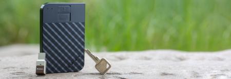 Verbatim Fingerprint Secure Portable Hard Drive 2TB - HDD extern cu scanare de amprenta [1]