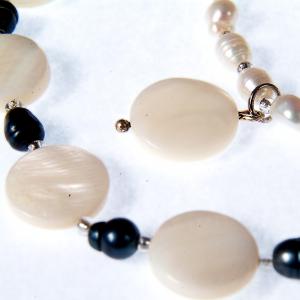 Set bijuterii GANELLI- colier, bratara, cercei din pietre semipretioase Sidef si Perle naturale de cultura1