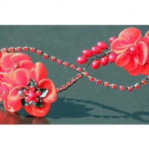 Tiara Red Flowers4