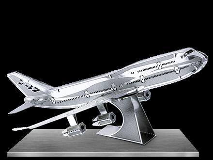 Avionul comercial Boeing 747 0