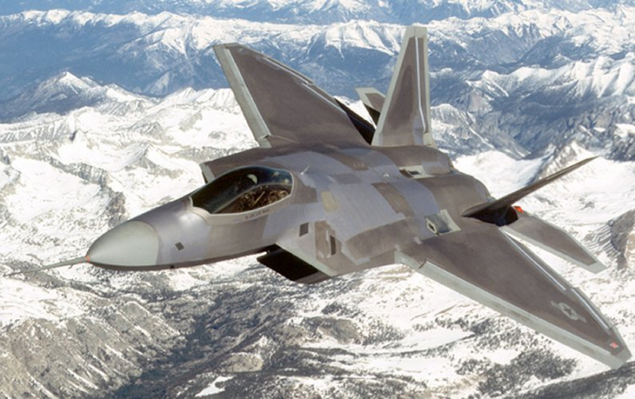 Avionul de lupta F-22 Raptor 1