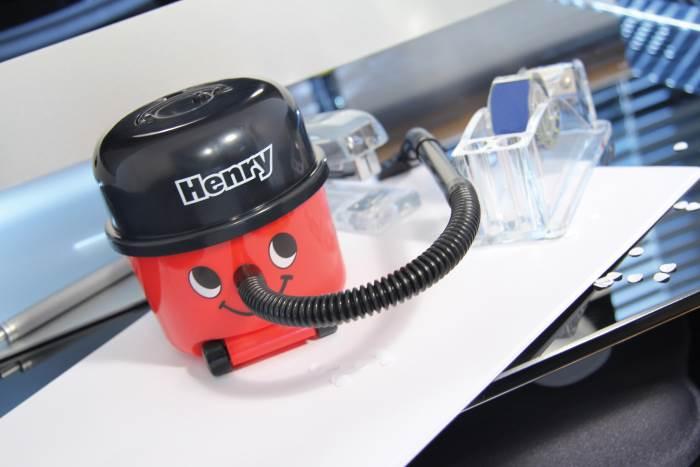 Henry - Mini aspiratorul de birou 1