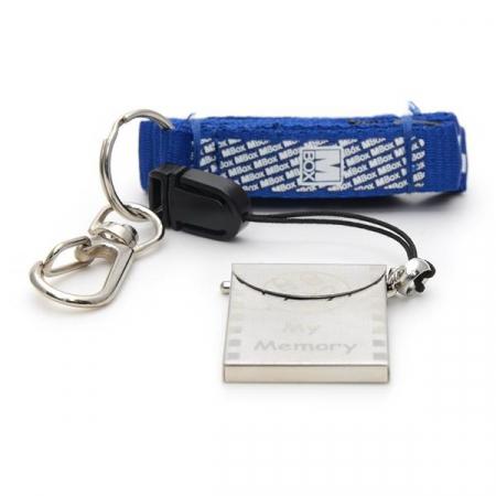 Breloc cu port-card universal de memorie3
