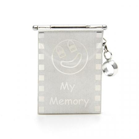 Breloc cu port-card universal de memorie1