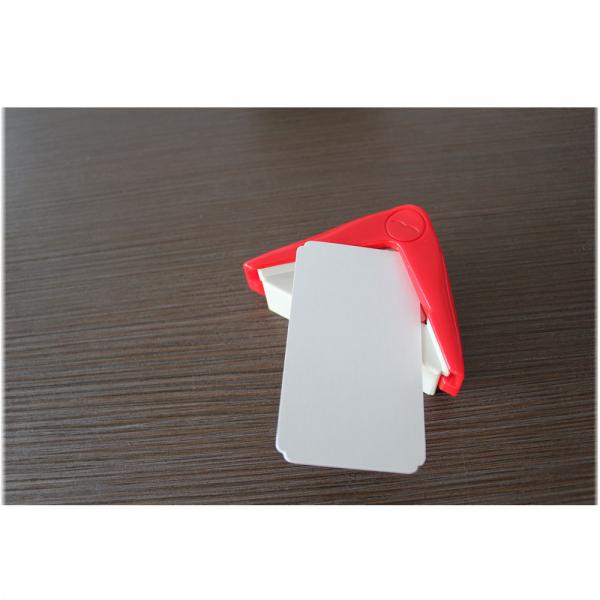 Dispozitiv personal de birou, pentru rotunjit colturile cartilor de vizita 2