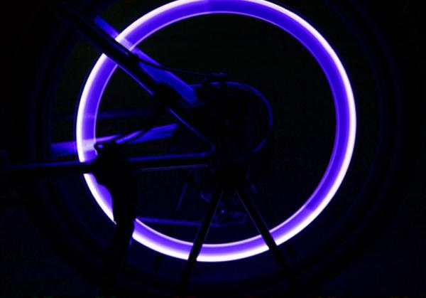 Set doua bucati capace ventil cu senzor, baterii si lumina LED albastra, RunGlow 6