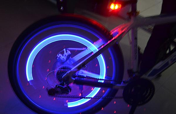 Set doua bucati capace ventil cu senzor, baterii si lumina LED albastra, RunGlow 7