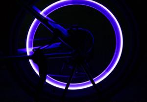 Set doua bucati capace ventil cu senzor, baterii si lumina LED albastra, RunGlow6