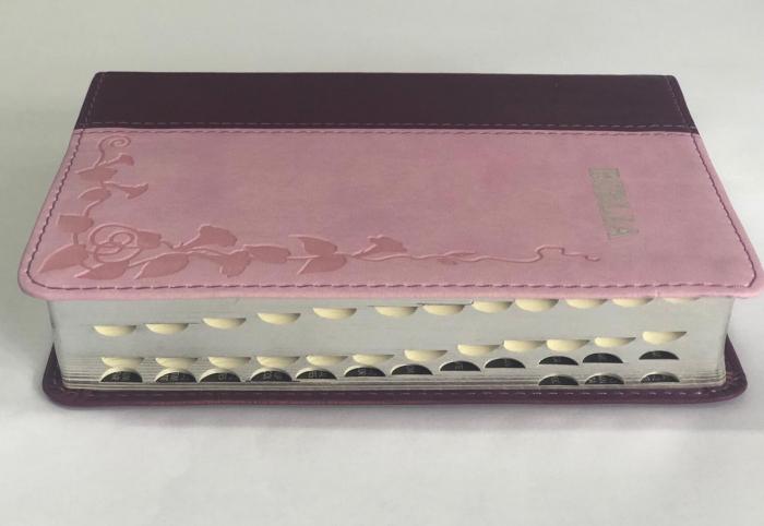 Biblie mica de lux, nuante de roz, margini argintate si index de cautare 1
