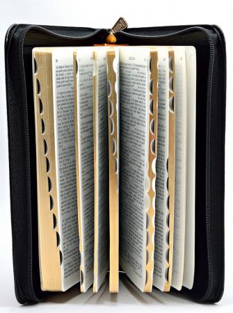 Biblie de lux, medie, coperta piele, fermoar, margini aurii1