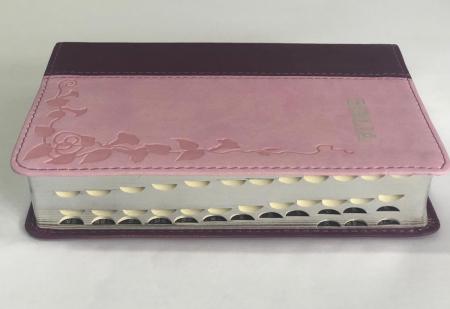 Biblie mica de lux, nuante de roz, margini argintate si index de cautare1