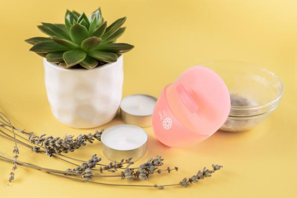 Burete curatare faciala culoare somon Hana Emi, din silicon alimentar moale si felxibil pentru curățarea în profunzime a tenului si masaj facial 5