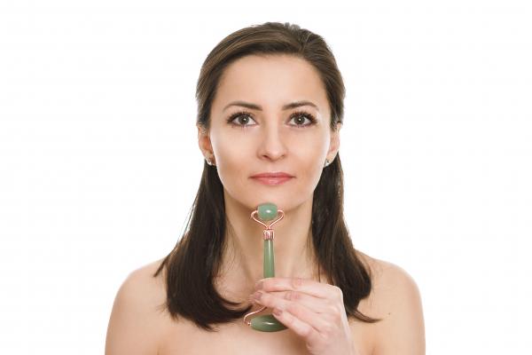 Jade Roller - rola de jad pentru ingrijirea tenului cu insertii din silicon pentru o miscare fina si fara zgomot 1