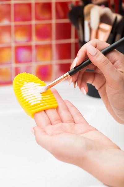 Paleta curatare pensule Egg din silicon (sunshine) 1