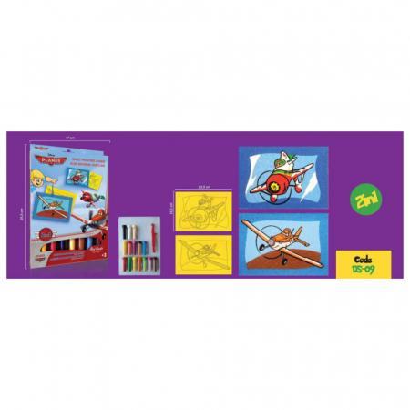 Avioane – Dusty Crophopper & El Chupacabra, Disney, Set creativ pictura cu nisip colorat, 2 planse 16,5 x 23,5 cm, 15 tuburi nisip multicolor, 1 penseta, 2 folii protectie, + 3 ani1