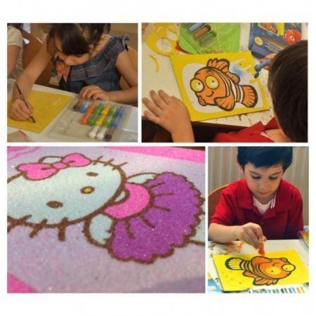 Dori & Nemo & Squirt, Disney, Set creativ pictura cu nisip colorat, 4 planse 11,75 x 16,5 cm, 4 suporti carton, 16 tuburi nisip multicolor, 1 penseta, 4 folii protectie, + 3 ani8