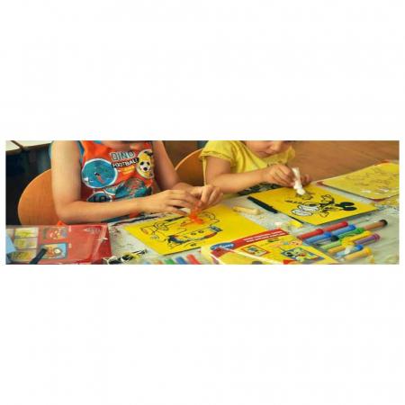 Minion – Stuart, Bob, Agnes, Disney, Set creativ pictura cu nisip colorat, 4 planse 11,75 x 16,5 cm, 4 suporti carton, 16 tuburi nisip multicolor, 1 penseta, 4 folii protectie, + 3 ani8