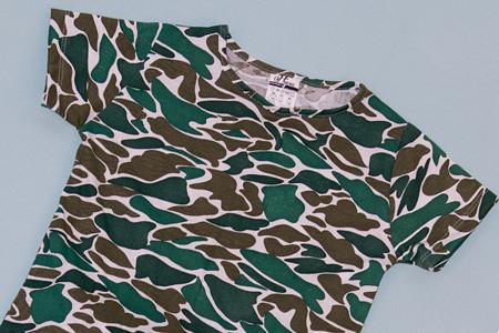 Compleu Tricou Camuflaj cu Pantalon Baggy Negru1