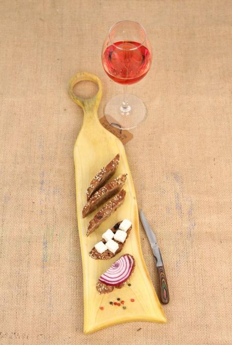 Platou servire din lemn de nuc dintr-o singura bucata, colorat cu turmeric [0]