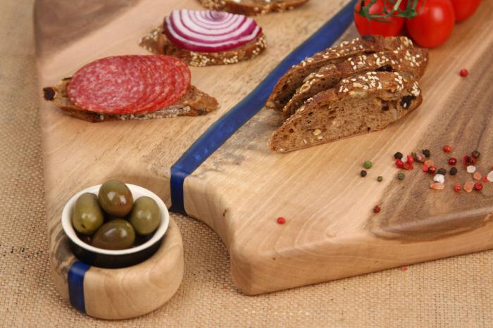 Platou servire din lemn de nuc cu insertii de rasina epoxidica [2]