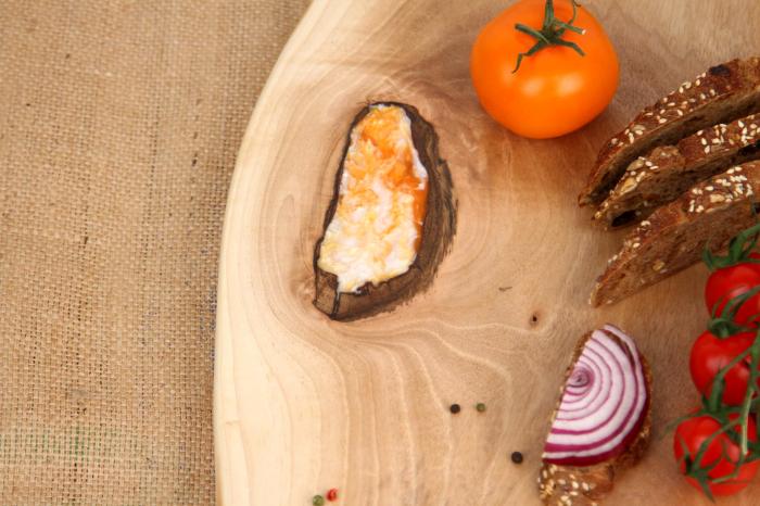 Platou servire din lemn de nuc cu insertie de rasina epoxidica [2]