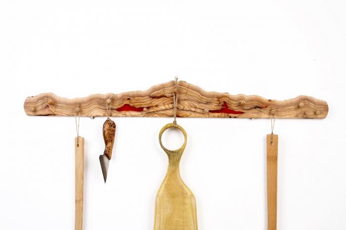 Cuier din lemn de maslin cu insertie de rasina epoxidica 1