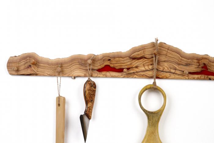 Cuier din lemn de maslin cu insertie de rasina epoxidica 3