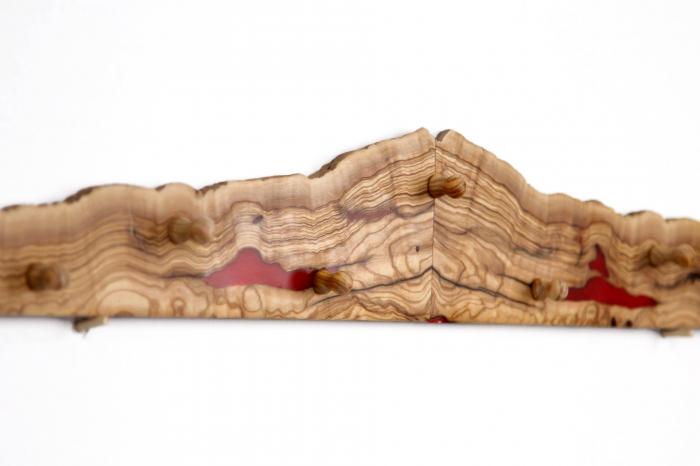 Cuier din lemn de maslin cu insertie de rasina epoxidica 9