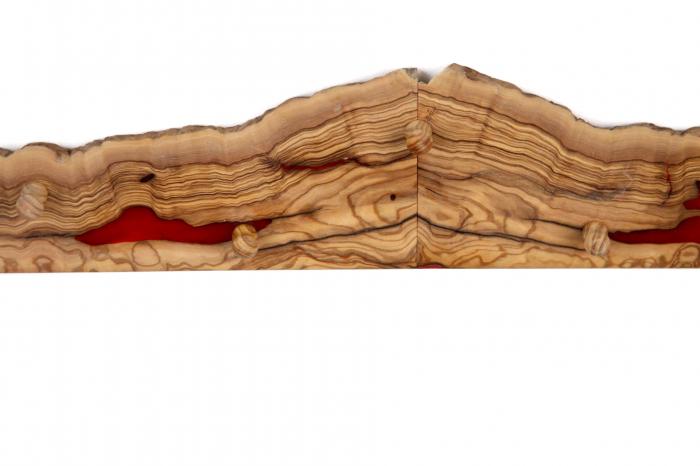 Cuier din lemn de maslin cu insertie de rasina epoxidica [13]