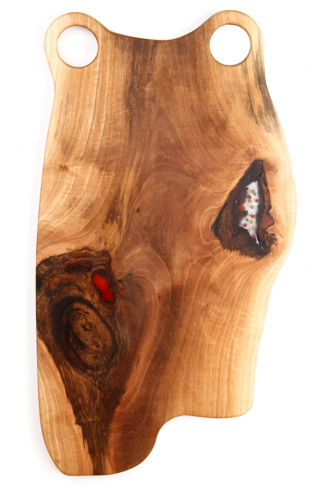Platou de servire din lemn de nuc, culoare natur, cu mici insertii de rasina epoxidica 4