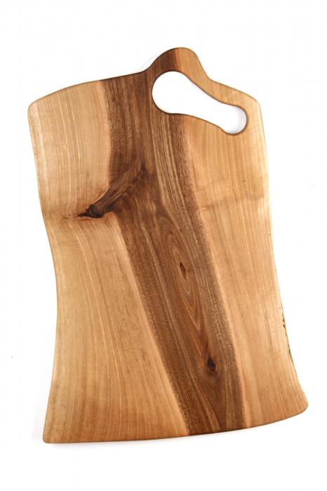 Platou de servire din lemn de nuc, culoare natur, cu mici insertii de rasina epoxidica. 5