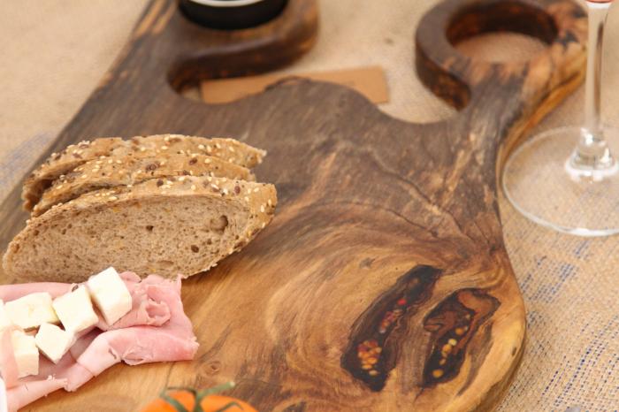 Platou de servire din lemn de nuc, culoare natur. 2