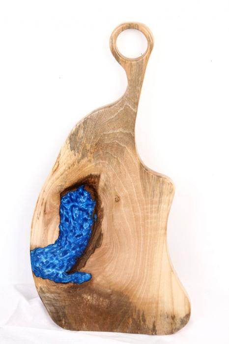 Platou servire din lemn de nuc cu insertie de rasina epoxidica 6