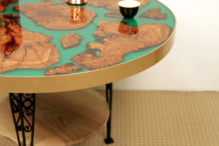 Masa rotunda din lemn de maslin inserat in rasina epoxidica cu pigment culoare verde 7