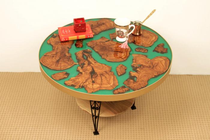 Masa rotunda din lemn de maslin inserat in rasina epoxidica cu pigment culoare verde 0