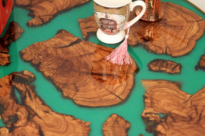 Masa rotunda din lemn de maslin inserat in rasina epoxidica cu pigment culoare verde 4