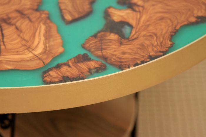 Masa rotunda din lemn de maslin inserat in rasina epoxidica cu pigment culoare verde 6