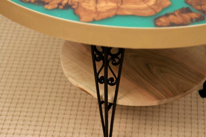 Masa rotunda din lemn de maslin inserat in rasina epoxidica cu pigment culoare verde 9
