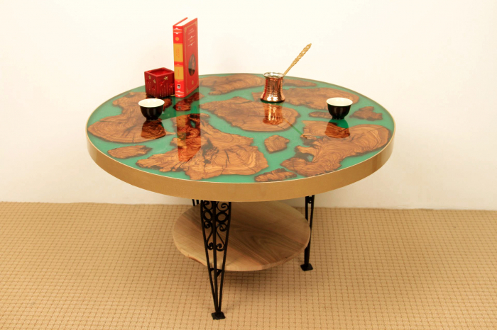 Masa rotunda din lemn de maslin inserat in rasina epoxidica cu pigment culoare verde 8