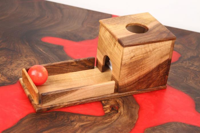 Cutia permanentei cu rampa din lemn masiv (+ 8 luni) 0