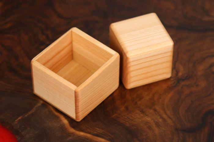 Cub in cutie din lemn masiv (+ 8 luni) 1