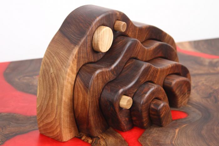 Puzzle decorativ din lemn masiv de nuc. 1