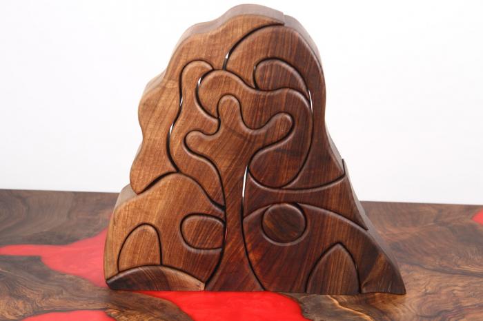 Puzzle decorativ din lemn masiv de nuc. [0]