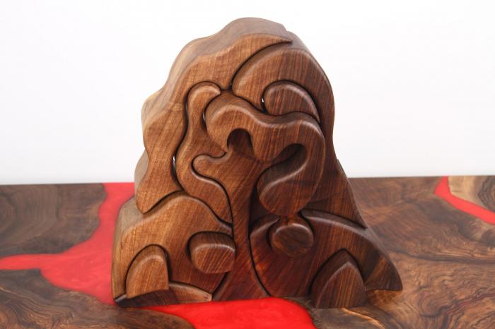 Puzzle decorativ din lemn masiv de nuc. [1]