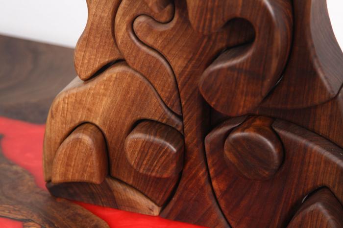 Puzzle decorativ din lemn masiv de nuc. [2]