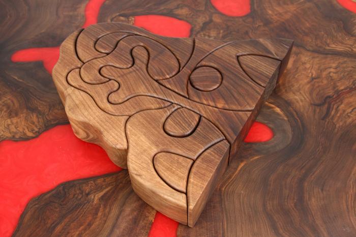 Puzzle decorativ din lemn masiv de nuc. [5]