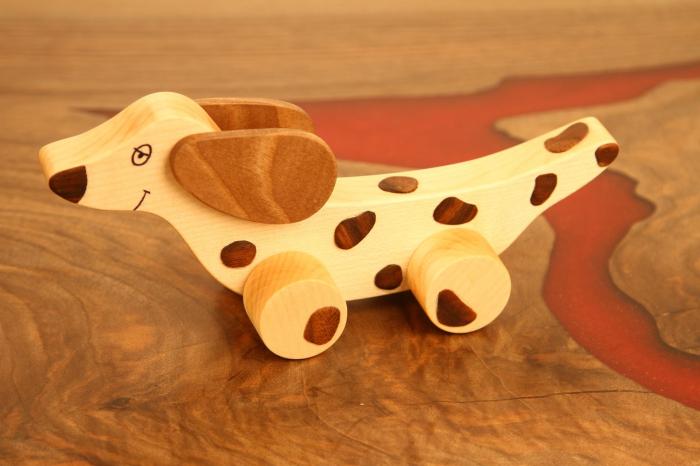 Jucarie din lemn cu roti in forma de caine soricar 3