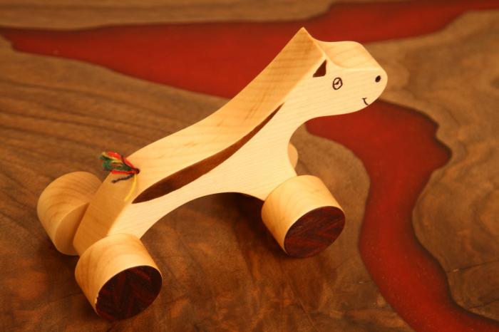 Jucarie din lemn cu roti in forma de calut 3