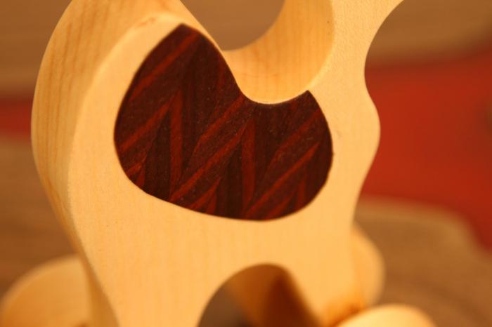 Jucarie din lemn cu roti in forma de dromader 3